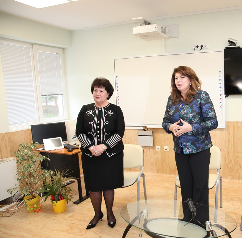 The Vice President Iliana Yotova Had a Meeting with Students and Lecturers at Shumen Affiliate